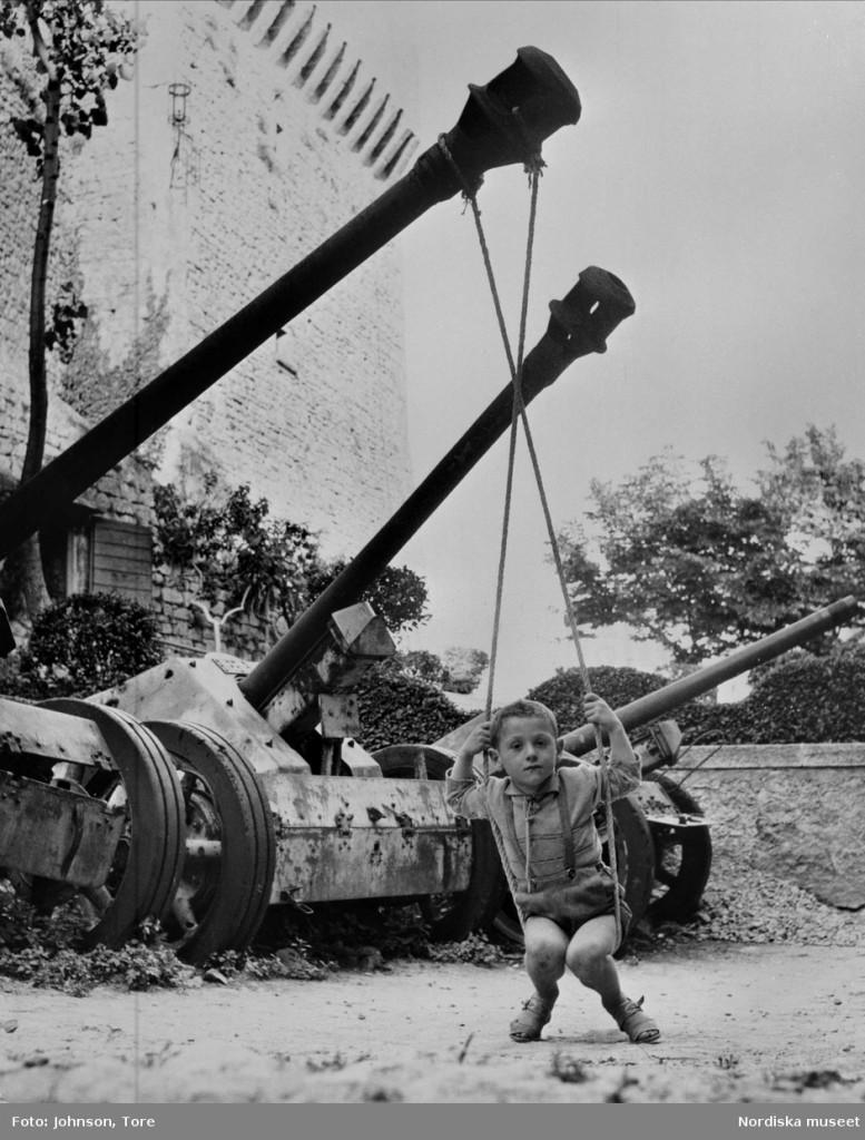 Johnson - Pojke gungar stridsvagn